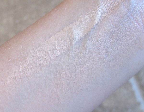 Make Up For Ever Mat Velvet + Matifying Foundation Swatch in No. 25-Warm Ivory